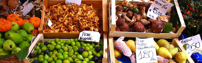 Italian market, Tuscany, Italy