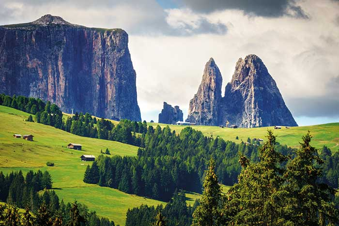 Dolomites italy hiking tours dolomites walking tours for Where are the dolomites located in italy