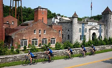 Kentucky Family Bike Tour - 20s & Beyond | Backroads